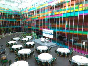 alquiler de amplios espacios para la celebración de congresos en Vitoria, pequeños eventos y presentaciones de producto con todo tipo de servicios como coffebreak, azafatas, catering, audiovisuales