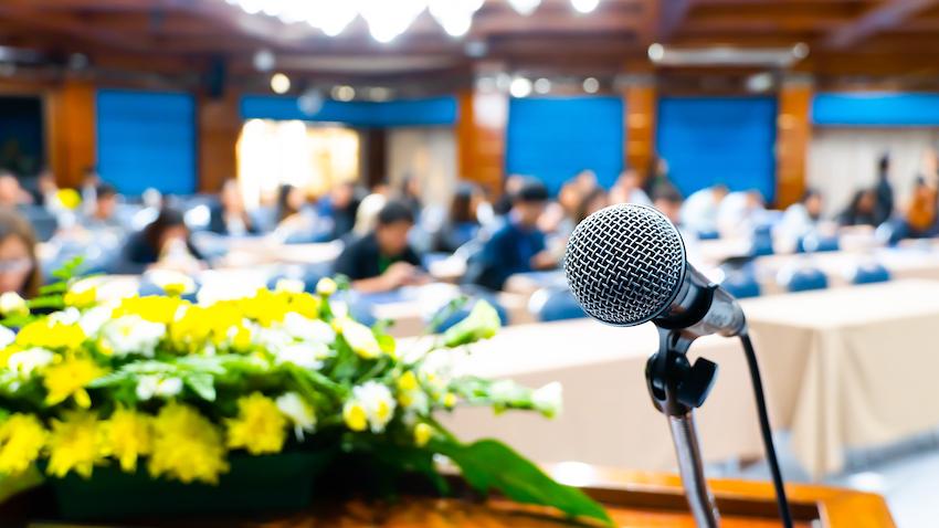 en jardines de muleta puedes celebrar un pequeño congreso disponemos de diferentes salones para todo tipo de eventos